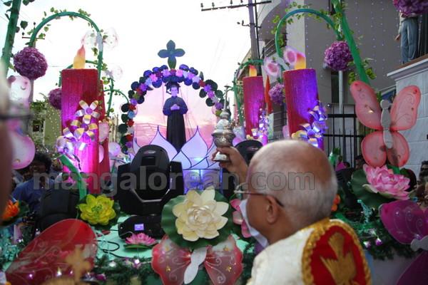 16-Archbishop-Moras-20150817-015