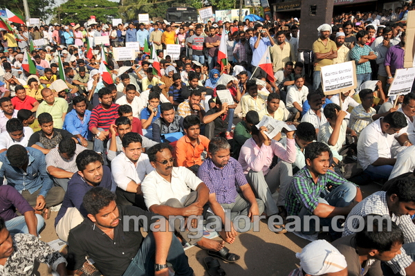 18-PFI-protest-20150826-017