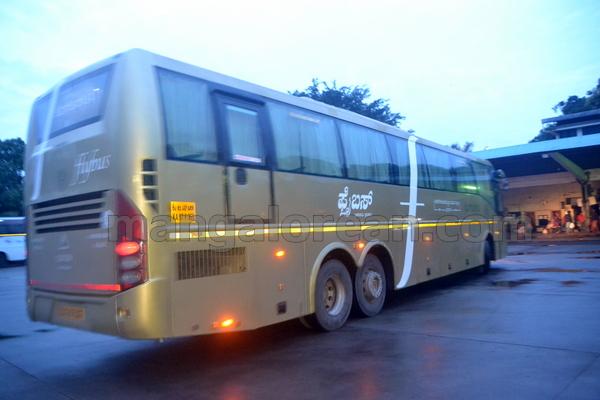 18-flybus-20150821-017