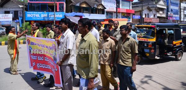 2-rickshaw-protest-001
