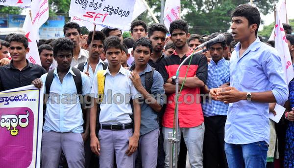 2-sfi-protest-20150805-001