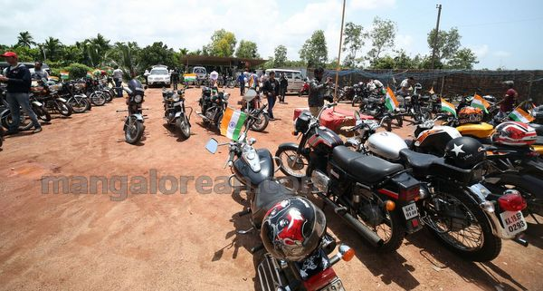 21-snehalaya-bikers-I-day-20150817-020