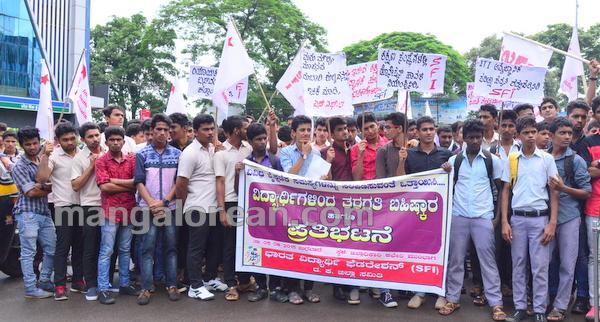 3-sfi-protest-20150805-002