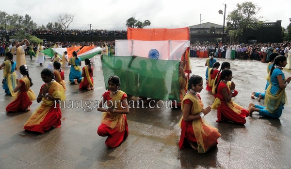 Independence-Day-Celebrations-Hill-top-Town (5)