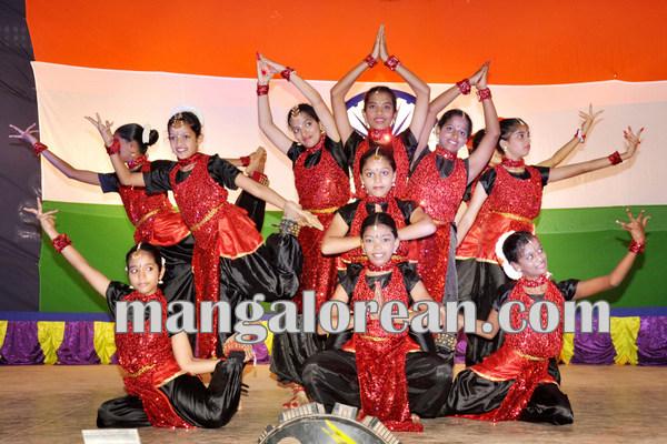 Patriotic songs singing contest_santhkatte 18-08-2015 09-45-57