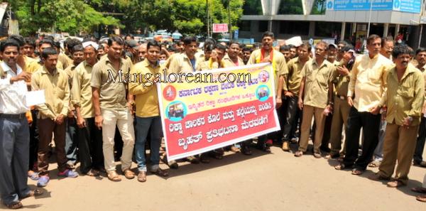 auto-drivers-protest-31082015 (60)