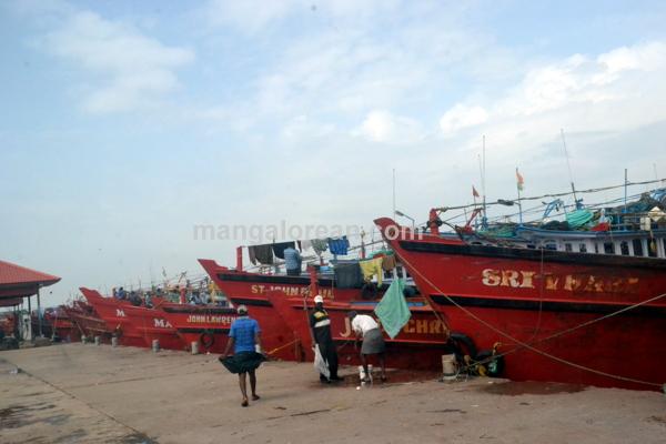 fish-market-20150802-011