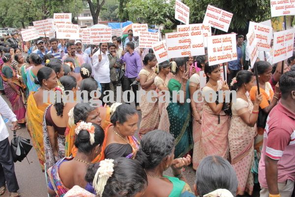 malpe_fishermens protest 04-08-2015 11-16-43