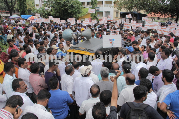 malpe_fishermens protest 04-08-2015 11-19-14