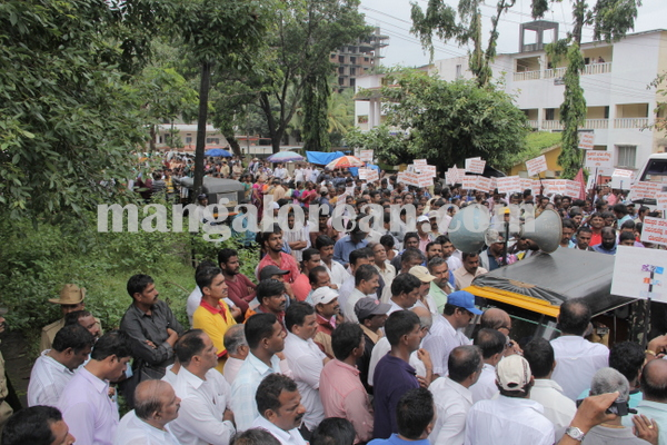 malpe_fishermens protest 04-08-2015 11-19-28