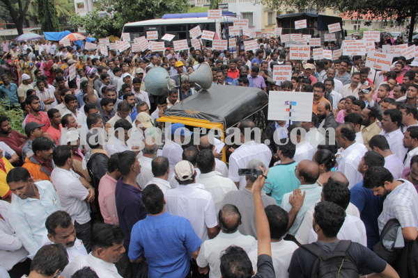 malpe_fishermens protest 04-08-2015 11-19-38