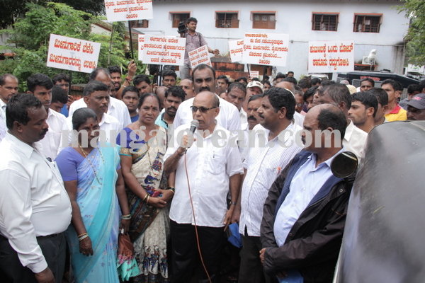 malpe_fishermens protest 04-08-2015 11-23-38
