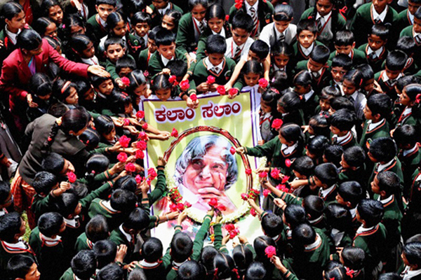 Chikmagalur : Students paying tribute to the former President APJ Abdul Kalam at a school in Chikmagalur on Tuesday. PTI Photo  (PTI7_28_2015_000183B)