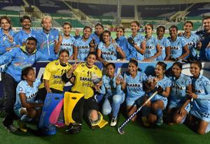 women-team-m