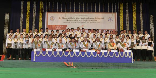 03-kejriwal-dharmastala-20150909-002