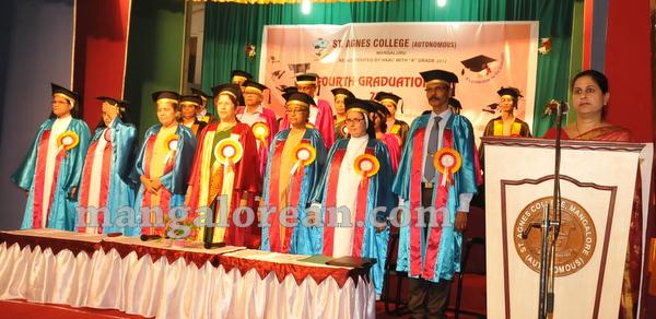 05-agnes-graduation-day-20150928-004