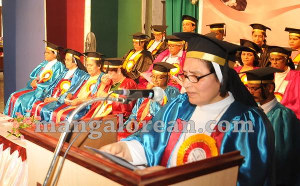 06-agnes-graduation-day-20150928-005
