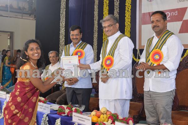 06-kejriwal-dharmastala-20150909-005