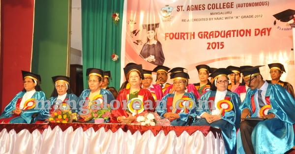 07-agnes-graduation-day-20150928-006