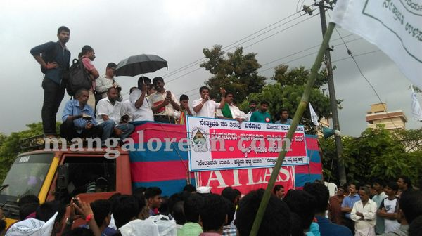 07-yetinahole-protest-006