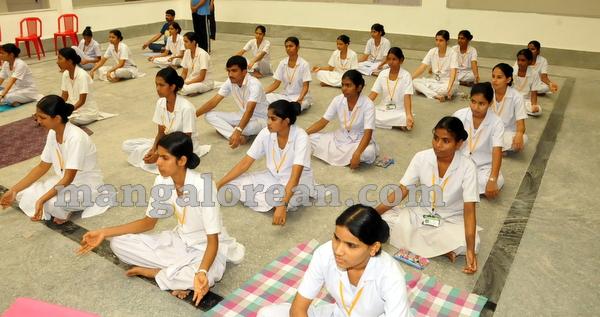 07-yoga-20150906-006