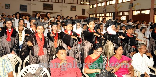 09-agnes-graduation-day-20150928-008