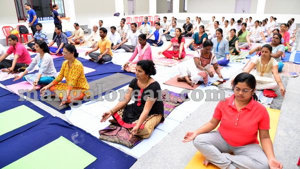 09-yoga-20150906-008