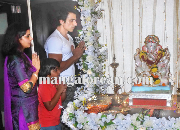 Mumbai Sept. 18 :- Bollywood actor / celebraties celebrated Ganesh Festival in Mumbai. In pic bollywood actor Sonu Sood. ( pic by Ravindra Zende )