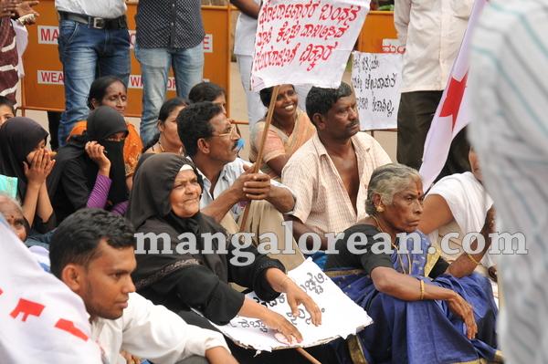 10-mrpl-protest-20150904-009
