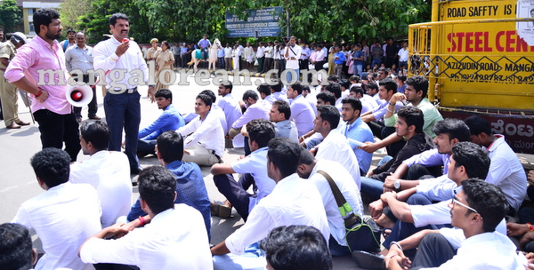 10-yettinahole-students-protest-009
