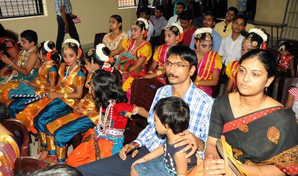 11-krishna-janmastamai-20150905-010