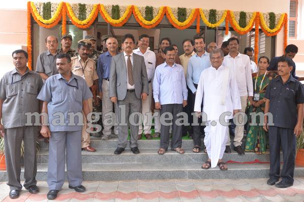 12-kejriwal-dharmastala-20150909-011