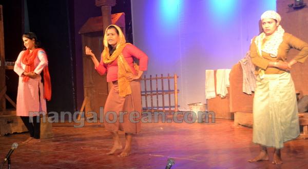 15-stage-play-jailbirds-20150923-014