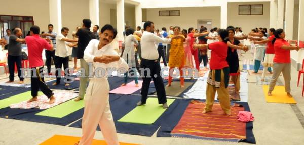 15-yoga-20150906-014