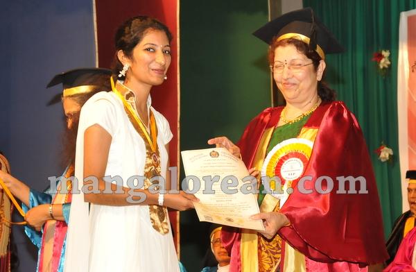 16-agnes-graduation-day-20150928-015
