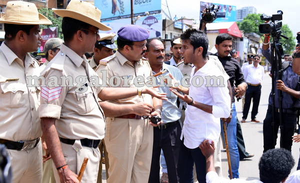 16-yettinahole-students-protest-015