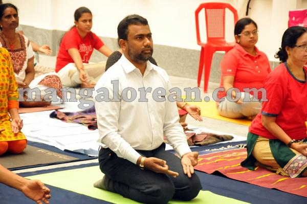 18-yoga-20150906-017