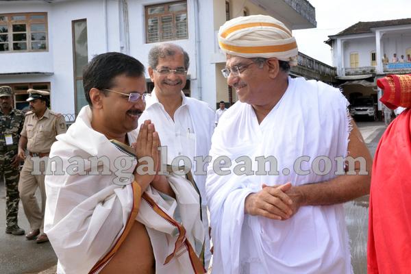 2-cm-kejriwal-dharmastala-20150909-001