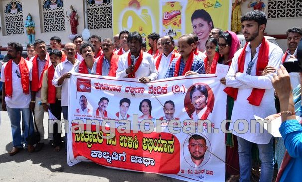 4-yettinahole-protest-20150903-003