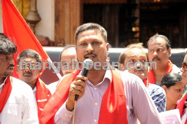 9-yettinahole-protest-20150903-008