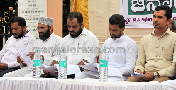 03-love-jihad-protest-20151008-002
