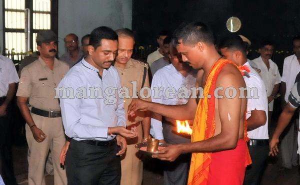 05-police-ayudhapuja-20151022-004