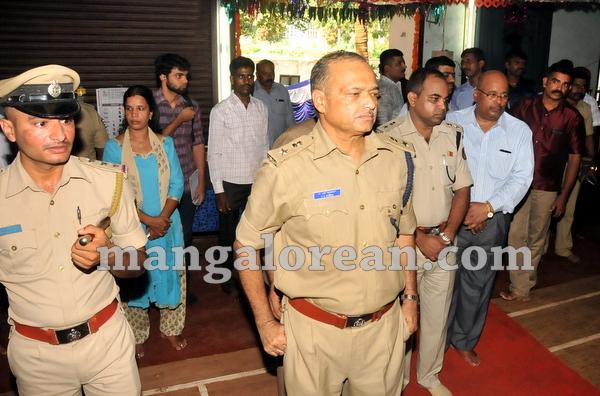 08-police-ayudhapuja-20151022-007