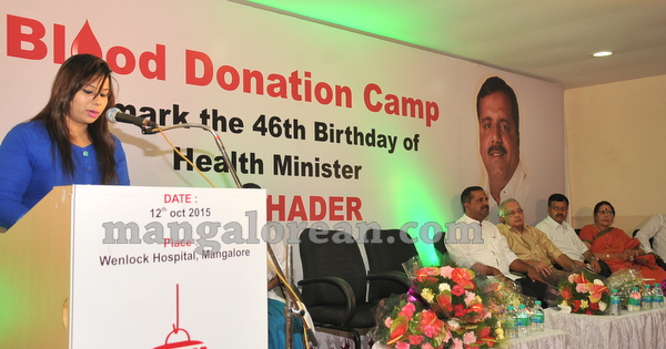 10-minister-khader-blood-donation-camp-20151012-009