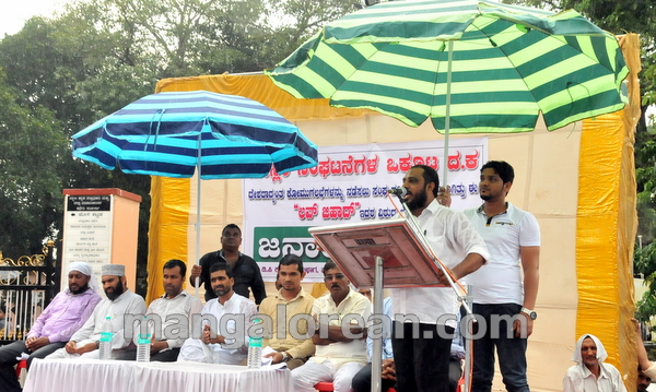 12-love-jihad-protest-20151008-011