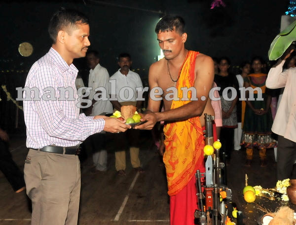 15-police-ayudhapuja-20151022-014