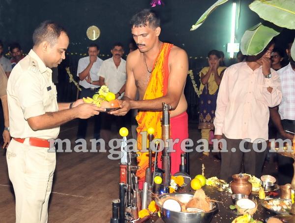 16-police-ayudhapuja-20151022-015