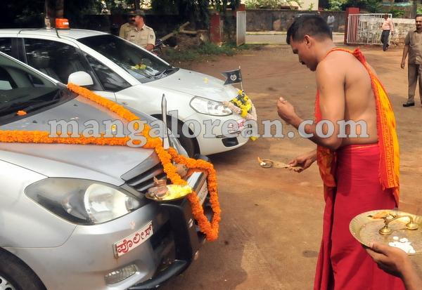 18-police-ayudhapuja-20151022-017