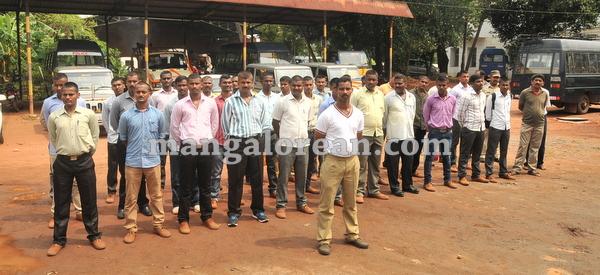23-police-ayudhapuja-20151022-022