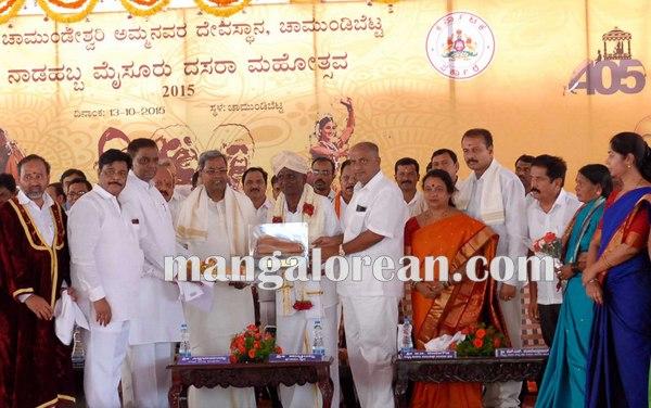 6.Shri-Puttaiah-Farmer-and-CM-inaugurated-Mysuru-Dasara-2015